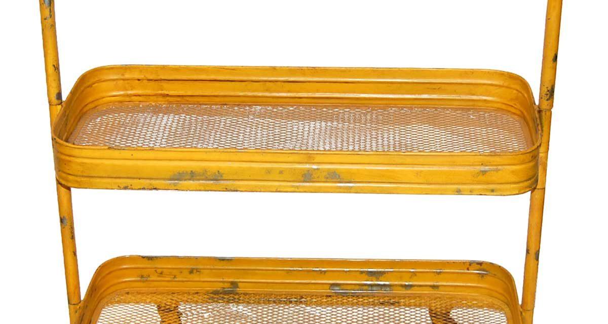 Dejligt gult rullebord i perforeret jern fra det kendte brand Trademark Living