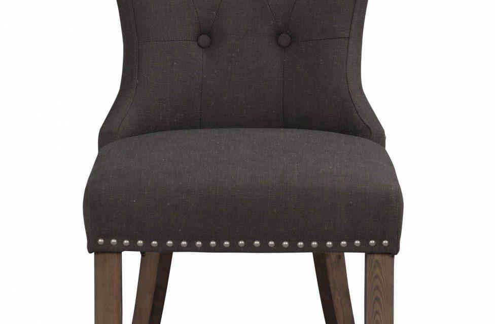 Adele spisebordsstol – gråt stof m. træben, sølvnitter
