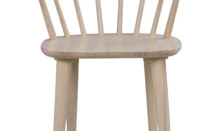 Carmen spisebordsstol – hvidpigmenteret gummitræ, m. armlæn