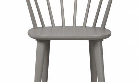 Carmen spisebordsstol – lysegråt træ, m. armlæn
