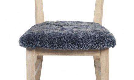 Dylan spisebordsstol – hvidpigmenteret egetræ, grå stofhynde