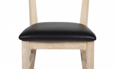 Dylan spisebordsstol – hvidpigmenteret egetræ, sort PU læderhynde