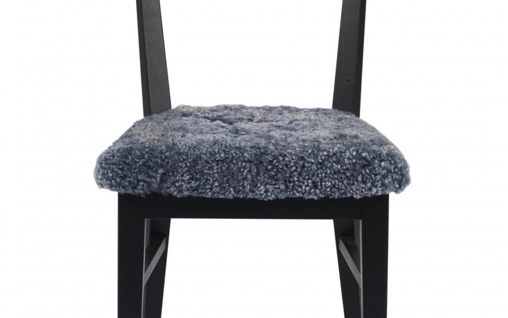 Dylan spisebordsstol – sort eg, fåreskindshynde