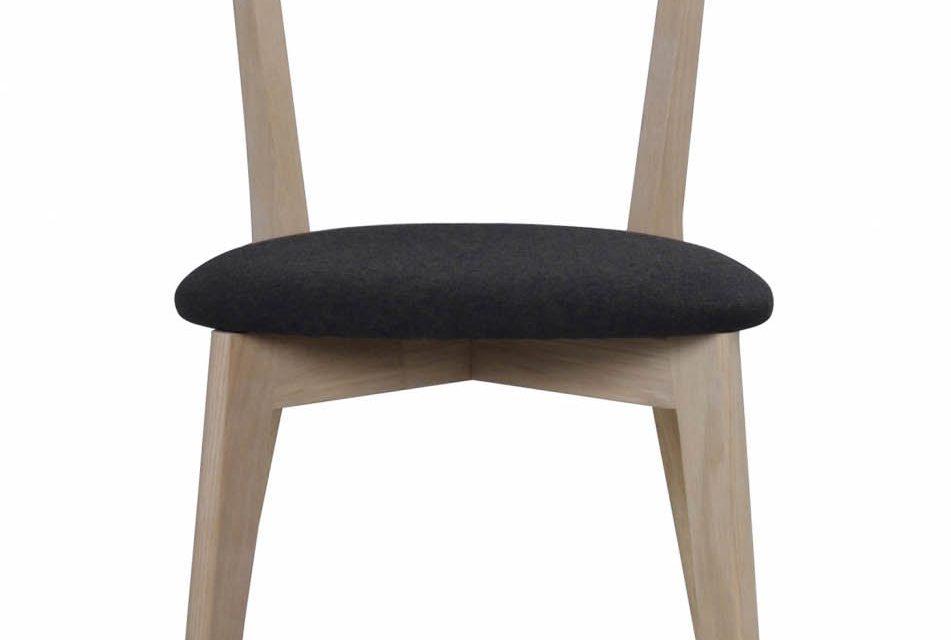 Ami spisebordsstol – hvidpigmenteret eg og mørkegråt filt