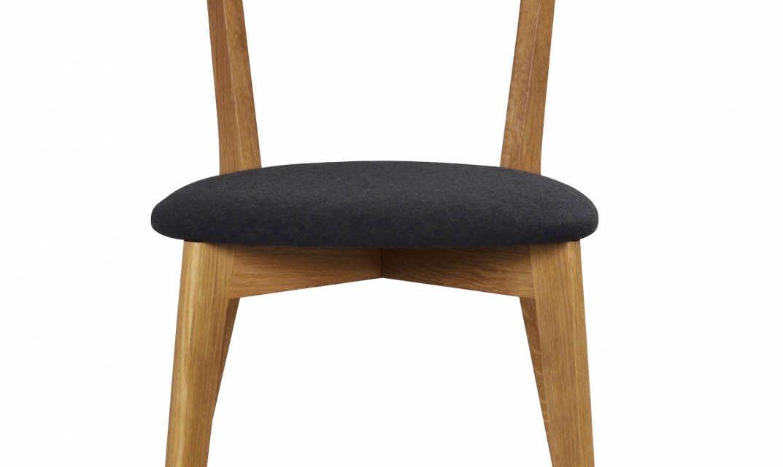Ami spisebordsstol – lakeret eg og mørkegråt filt
