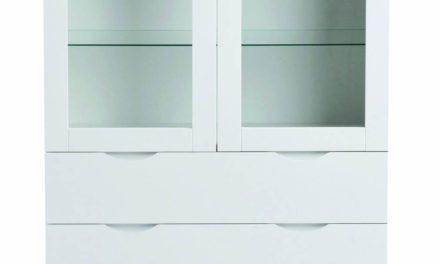 Filippa vitrineskab – hvidt træ, m. 2 glaslåger og 2 skuffer