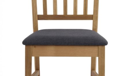 Filippa spisebordsstol – Olieret eg, grå stofhynde