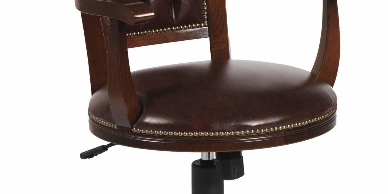 Smuk skipper skrivebordsstol i lakeret træ og brunt læder fra det kendte mærke Rowico
