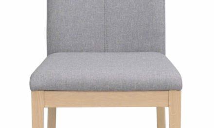 Amanda spisebordsstol – lysegråt stof og hvidolieret træ