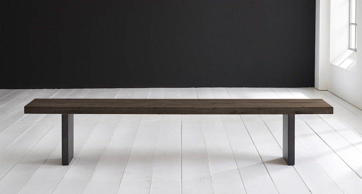 Stilfuld spisebordsbænk med t-ben i smoked træ og metal fra brandet Concept 4 You