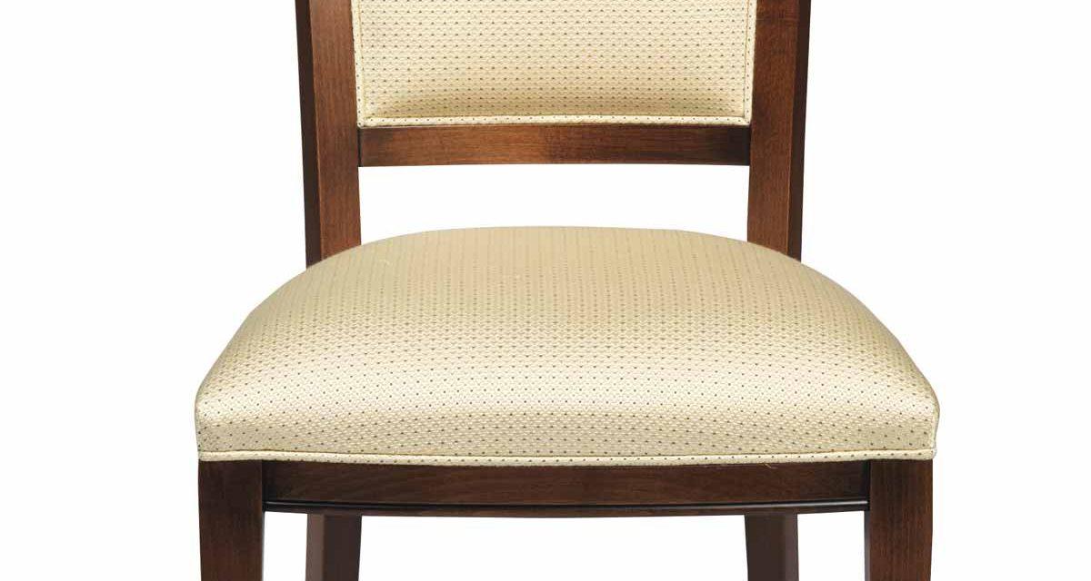 Sabrina spisebordsstol – Lakeret træ, beige stof hynde