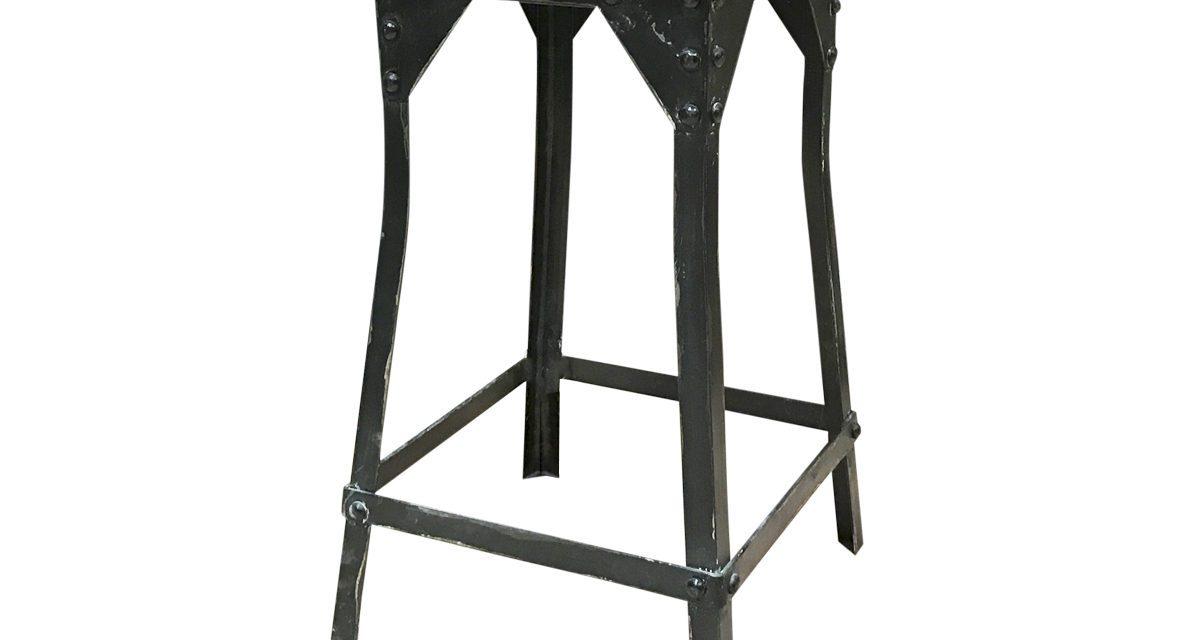 CHIC ANTIQUE Gl. taburet med træ sæde
