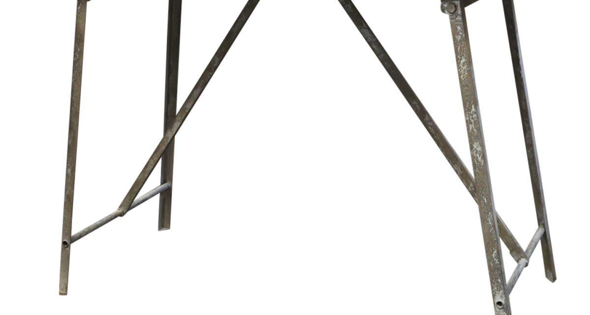 CHIC ANTIQUE Gl. fransk bord med jernben