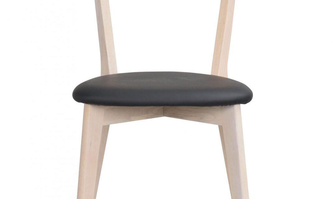 Ami spisebordsstol – hvidpigmenteret eg og sort PU læder