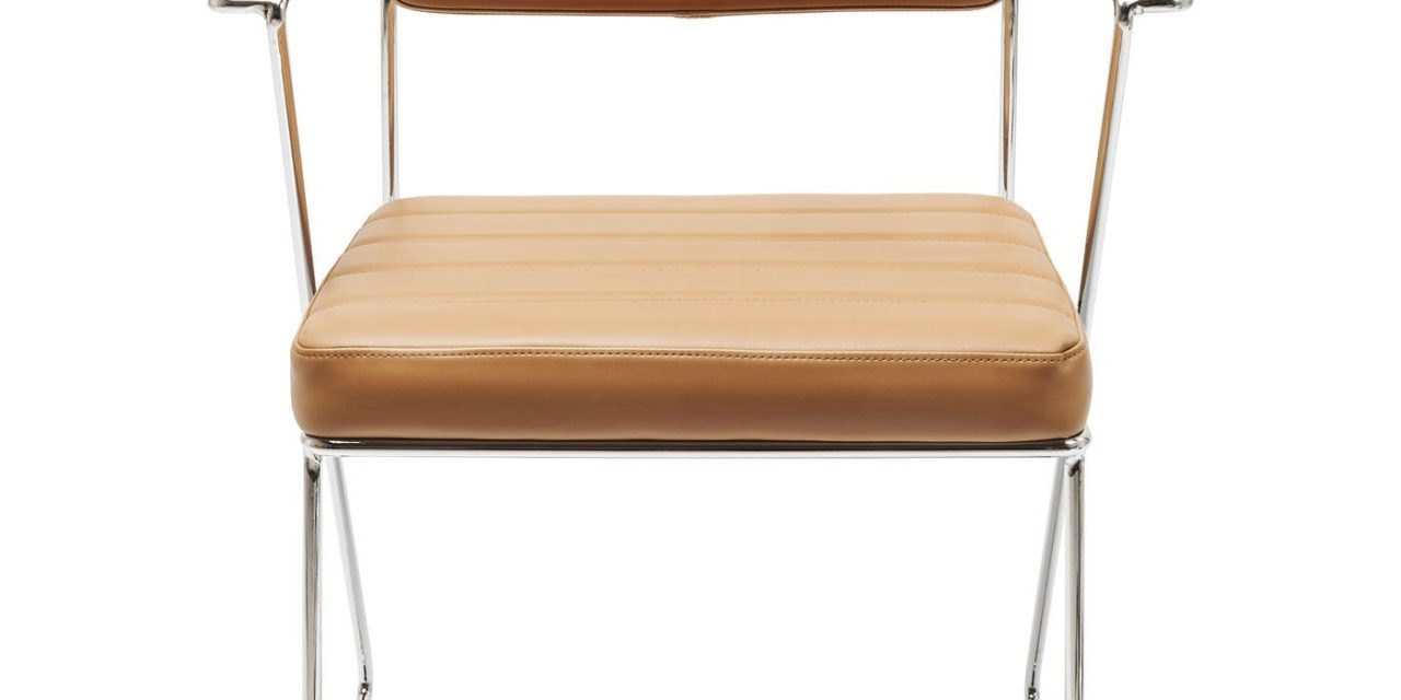 Populær dottore stol med armlæn i Lysebrunt kunstlæder og forkromet stål fra det kendte mærke Kare Design