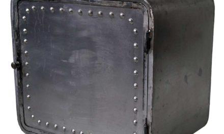 TRADEMARK LIVING Jernkabinet med hjul i rå fabriksstil