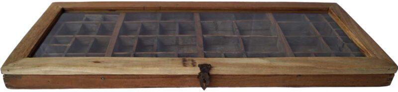 TRADEMARK LIVING Glasmontre – fin gammel sættekasse med glaslåg