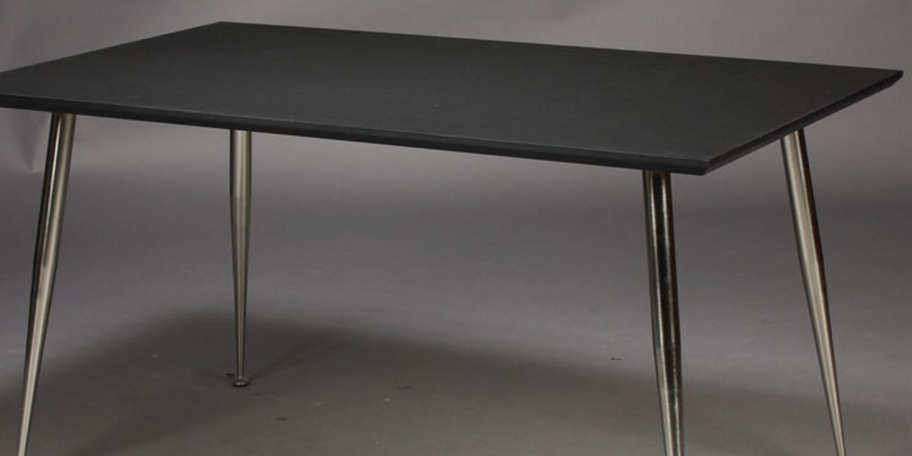 FURBO Spisebord, sort højtrykslaminat, metal ben 130 x 70 cm.