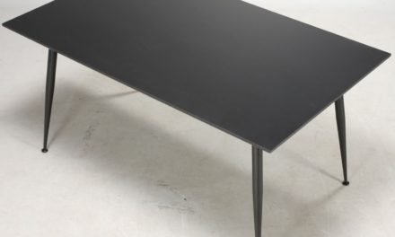 FURBO Spisebord, sort laminat, sorte metalben, 90 x 160 cm.