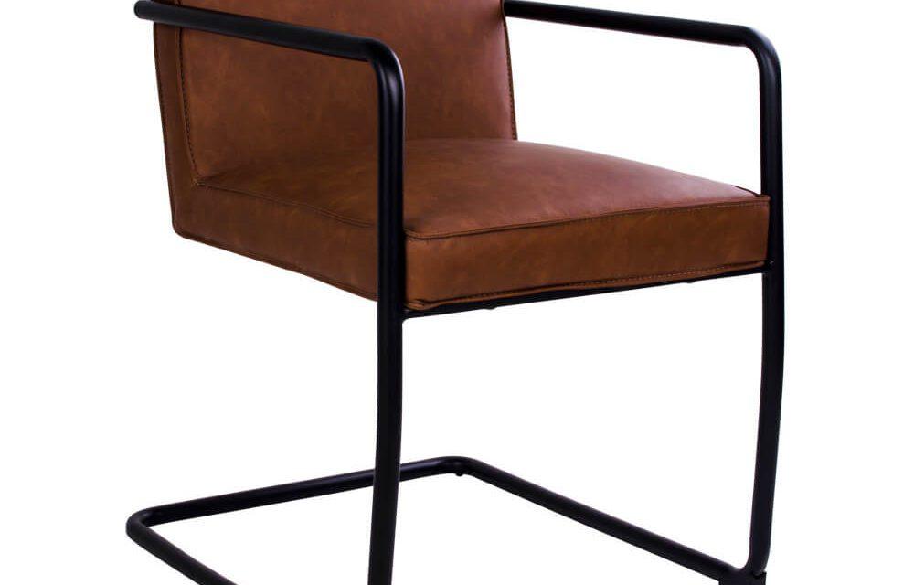 HOUSE NORDIC Valbo spisebordsstol med armlæn i brunt kunstlæder