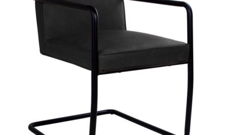 HOUSE NORDIC Valbo spisebordsstol med armlæn i sort kunstlæder