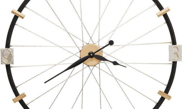 Kare Design Spoke Wheel Væg ur i flot lakeret stål