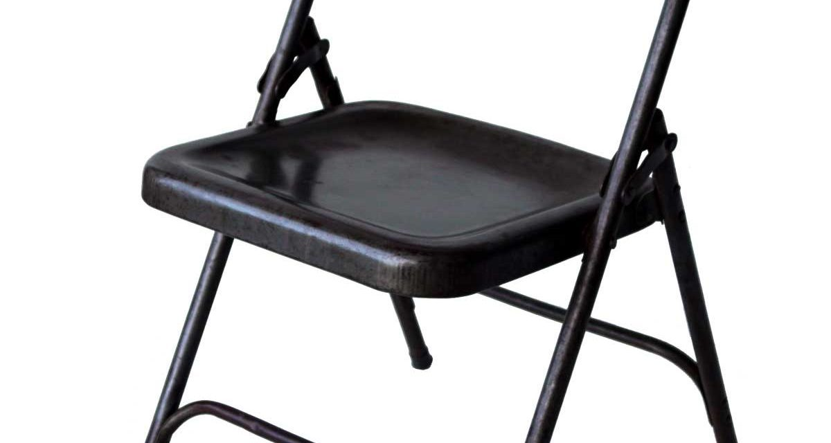Nydelig gammel klapstol i mørkegrå jern fra det kendte brand Trademark Living
