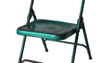 Fabelagtig gammel klapstol i metalgrøn jern fra Trademark Living