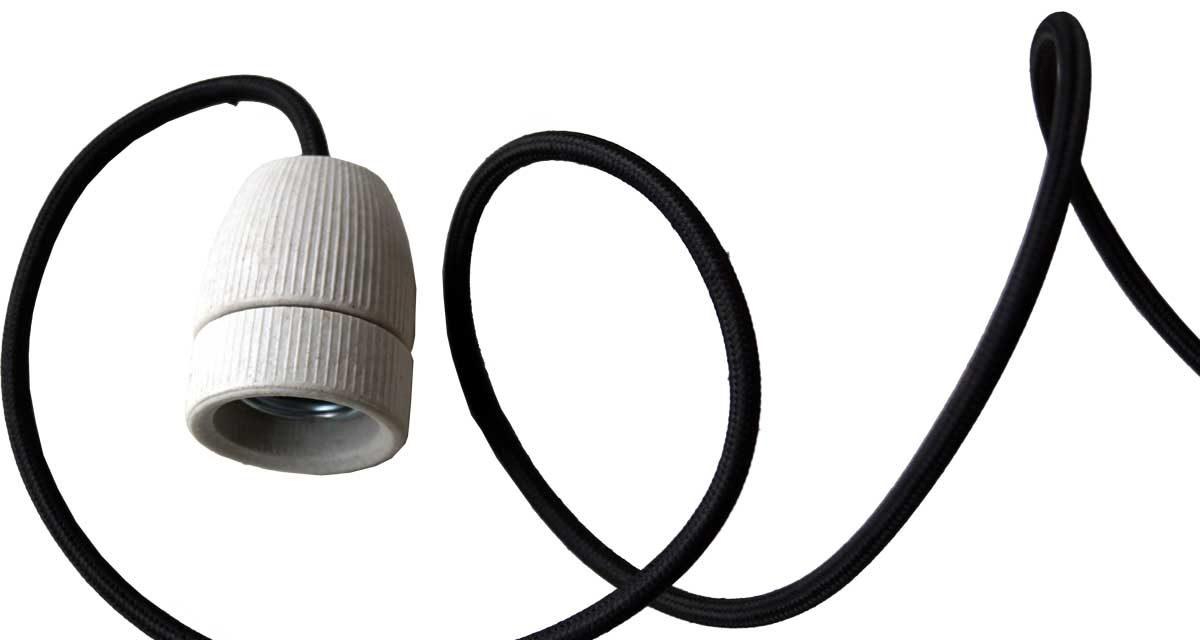 TRADEMARK LIVING Hvid porcelænsfatning med sort ledning