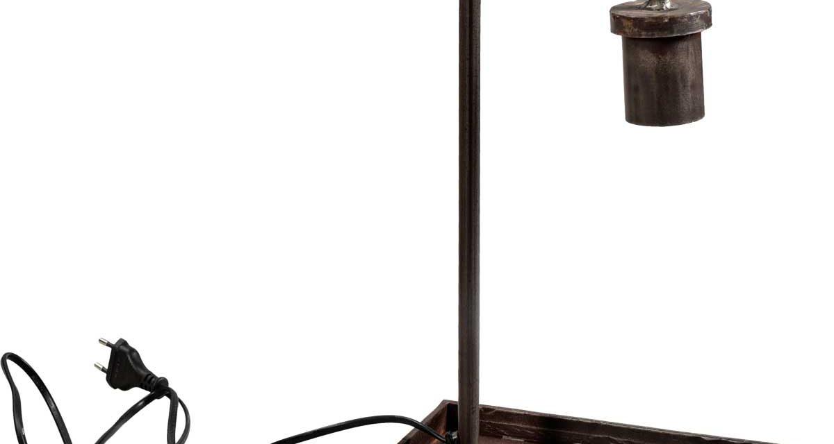 TRADEMARK LIVING Bordlampe – jern med klar lak