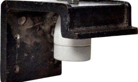TRADEMARK LIVING Væglampe i støbejern – sort/cream