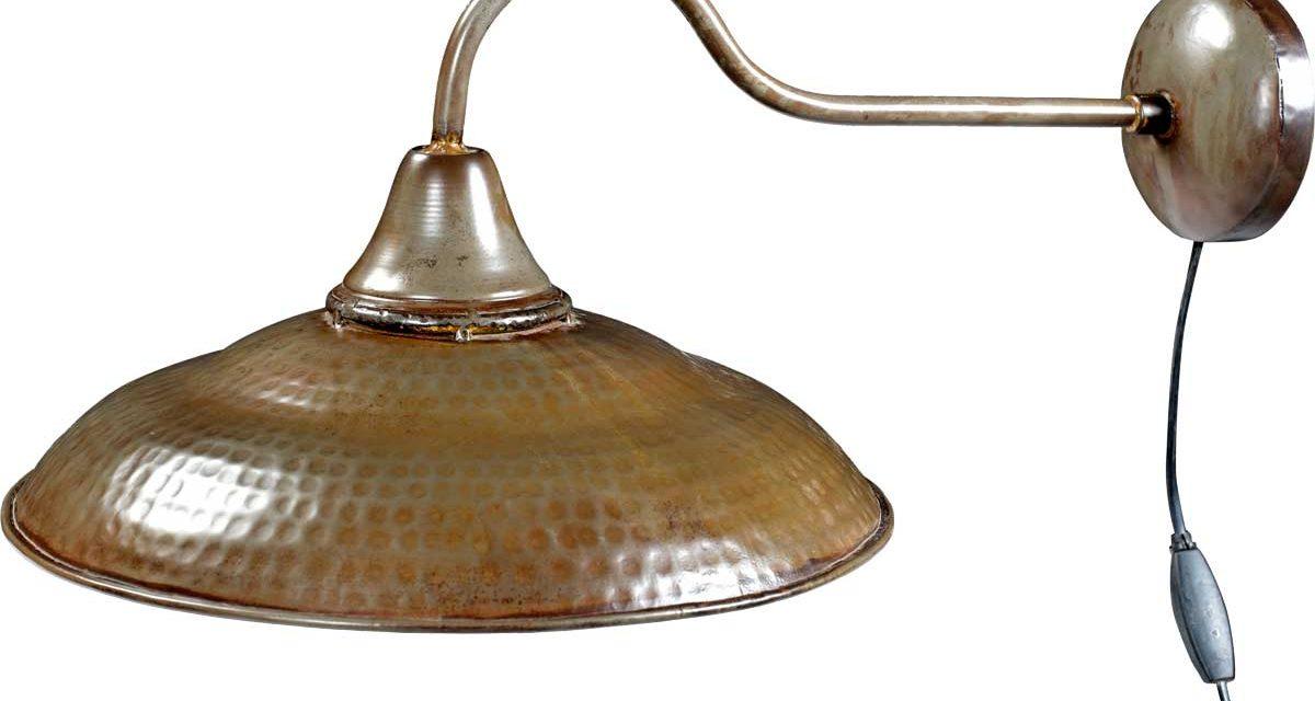 TRADEMARK LIVING Væglampe – jern med klar lak