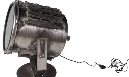 TRADEMARK LIVING Stor gammel projektør – gulvlampe