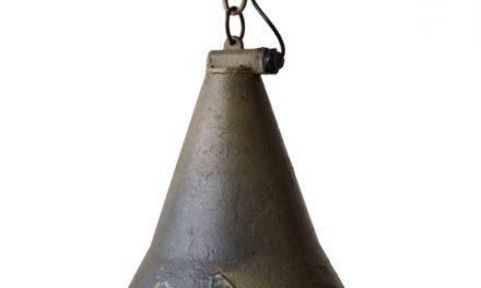 TRADEMARK LIVING Gammel og rå industrilampe