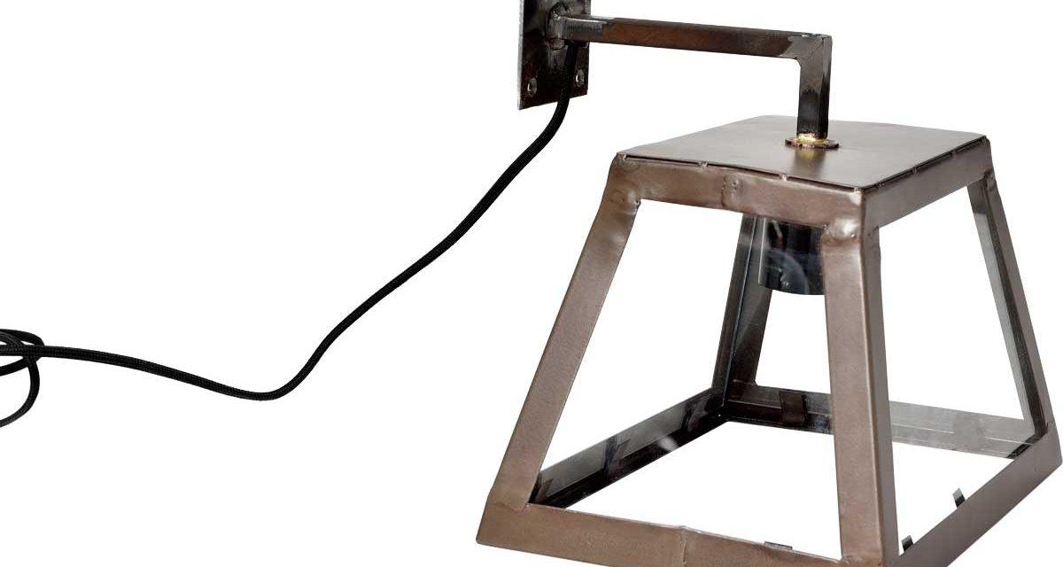 TRADEMARK LIVING stor væglampe i jern