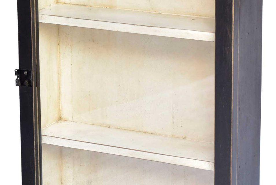 TRADEMARK LIVING Charmerende lille vægskab med glaslåge og 2 hylder