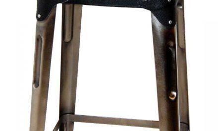 TRADEMARK LIVING Barstol – shiny jern og sort læder