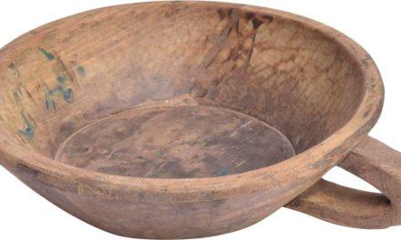 TRADEMARK LIVING Stor skål med hank og i genbrugstræ