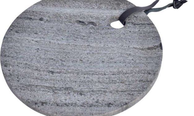 TRADEMARK LIVING Skærebræt i smuk grå marmor – rundt med læder strop