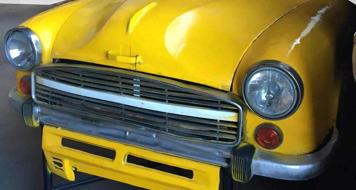 TRADEMARK LIVING Cool kabinet af gammel bilfront – gul