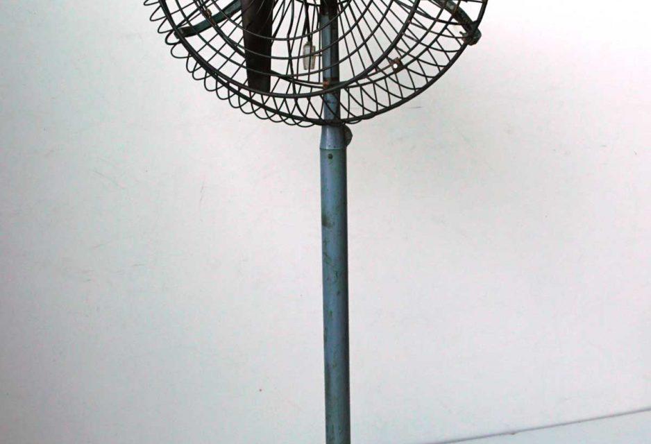 TRADEMARK LIVING gammel gulv ventilator – blå/grå