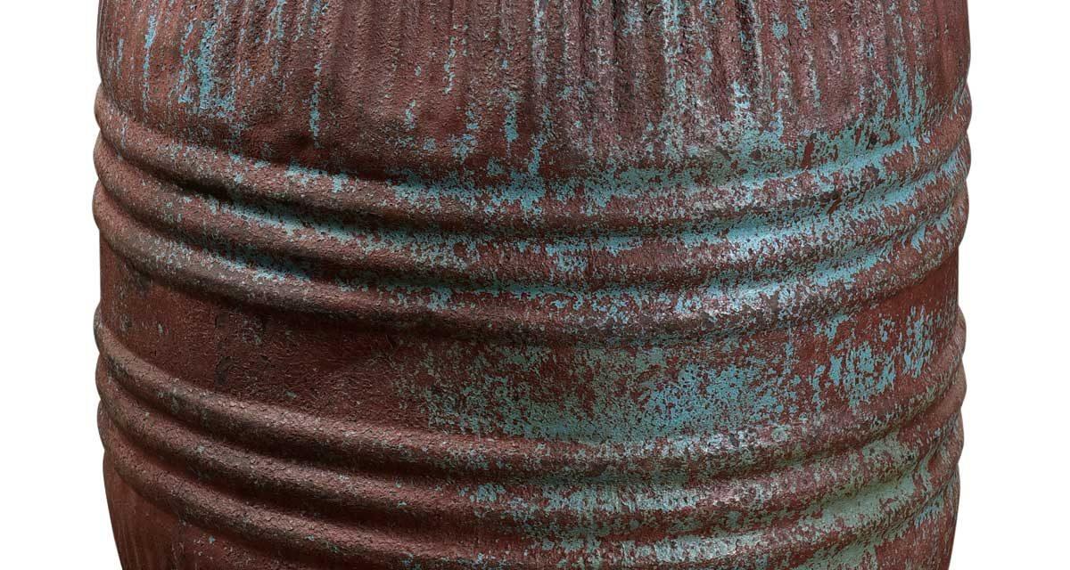 TRADEMARK LIVING Stor gammel jerntønde med låg – jern og blå
