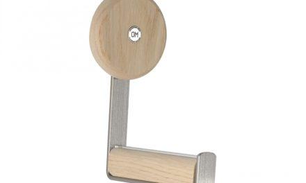 FURBO Ewo – knage i slebet stål og træ hvid lak – hvidpigmenteret eg
