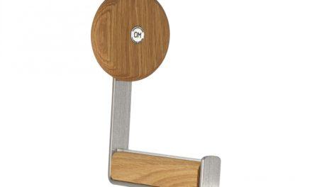 FURBO Ewo – knage i slebet stål og træ Lakeret eg