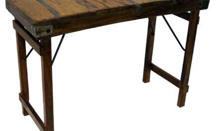 TRADEMARK LIVING Skønt lille konsolbord – gammelt genbrugstræ