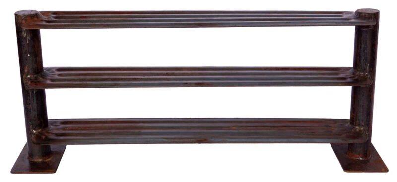 TRADEMARK LIVING Reol fremstillet af gammel industri radiator