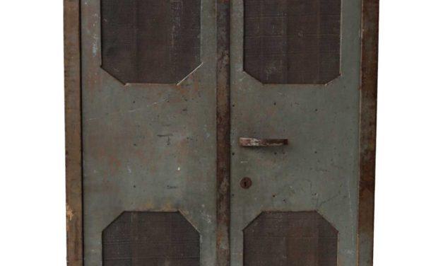TRADEMARK LIVING Cool gammelt jernskab – Net i de 2 låger