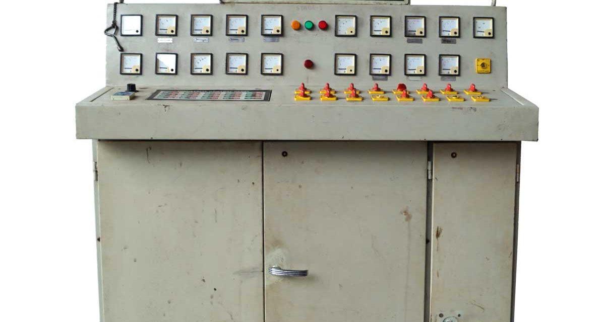 TRADEMARK LIVING Cool og råt gammel industriel kontrolpanel