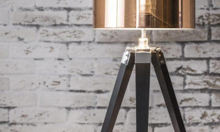 FURBO Bordlampe, træfod, kobber skærm