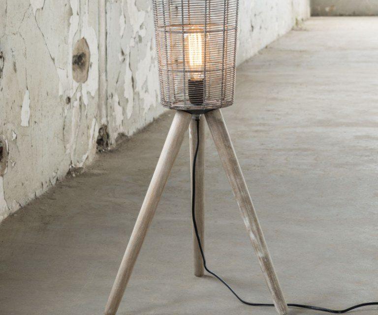 FURBO Gulvlampe, grå metal, træ ben